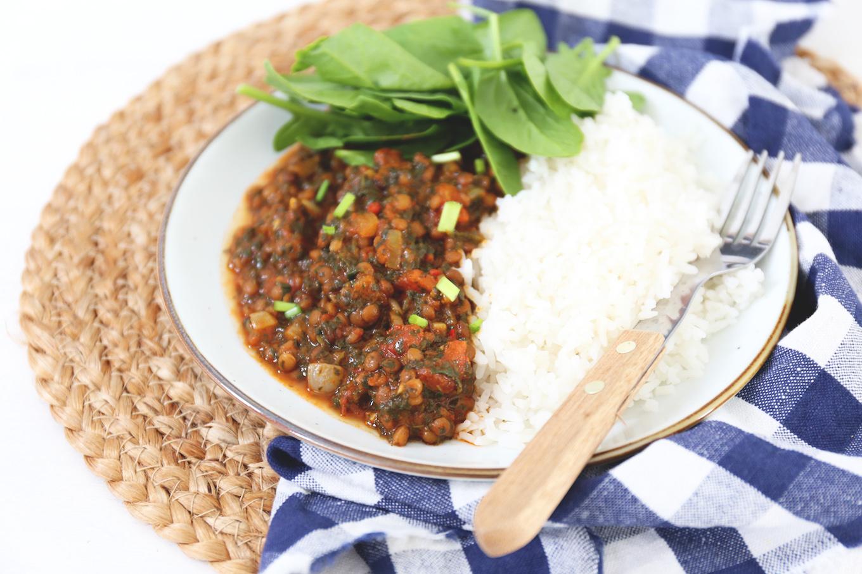 Curry met spinazie en linzen